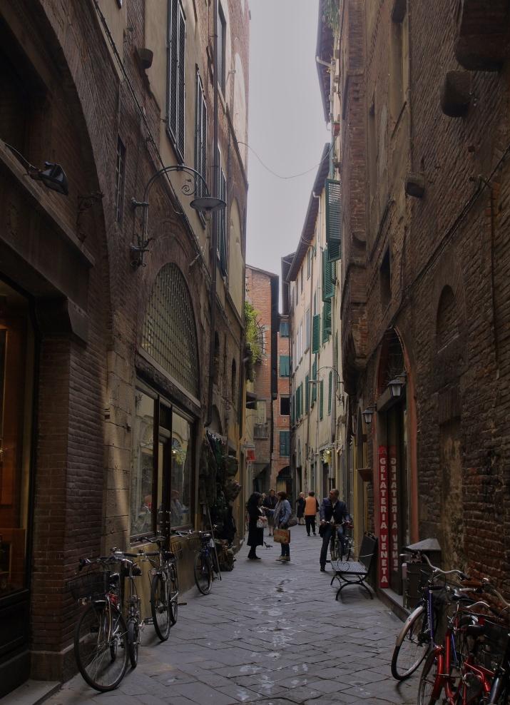 die Gassen von Lucca ...