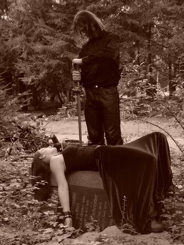 Die gebissene Jungfer, erlöst vom Vampirjäger...