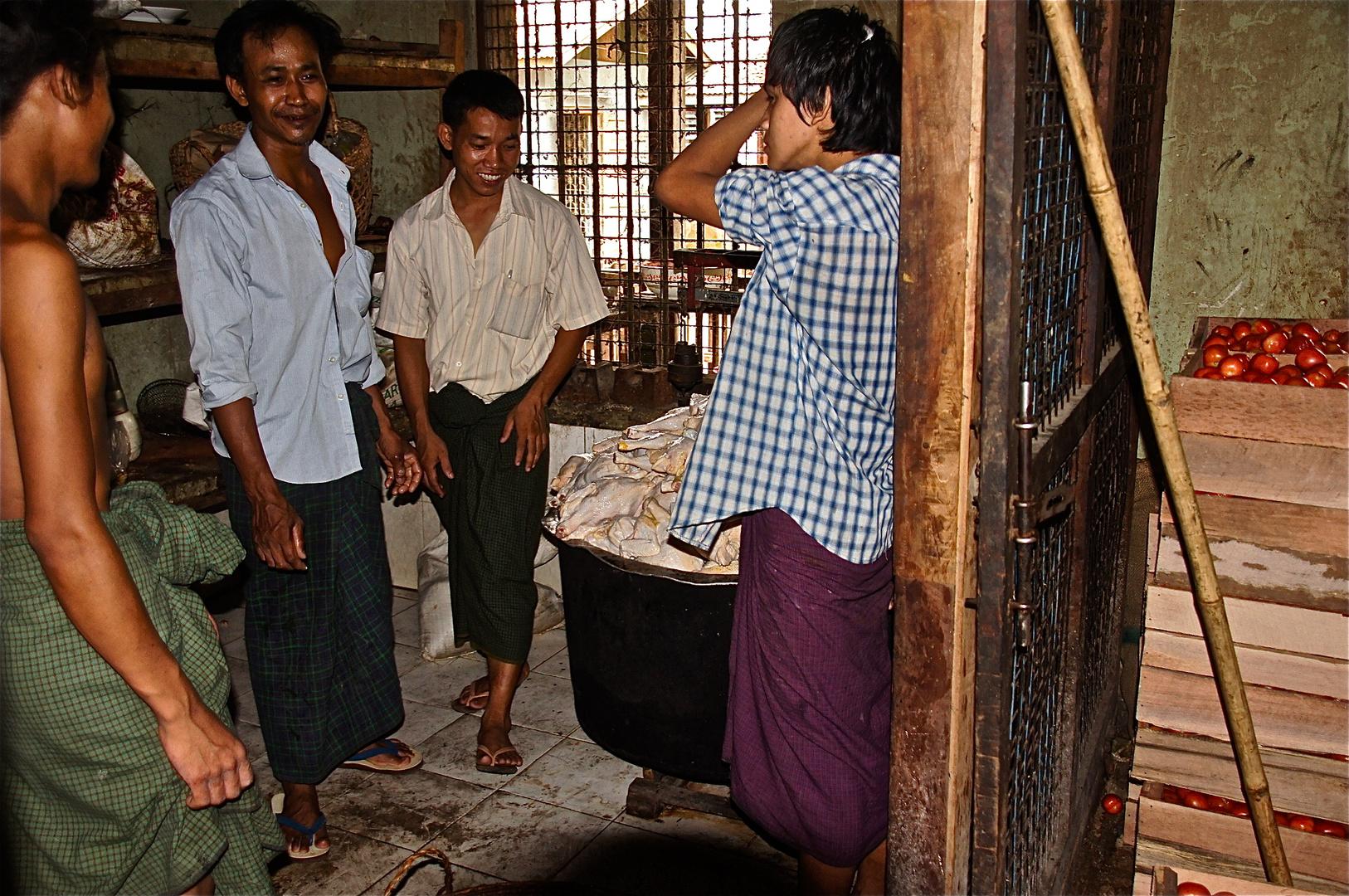 die geflügelfachabteilung der klosterküche, amapura, burma 2011