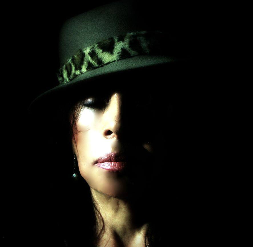 Die Geheimnisvolle mit Hut