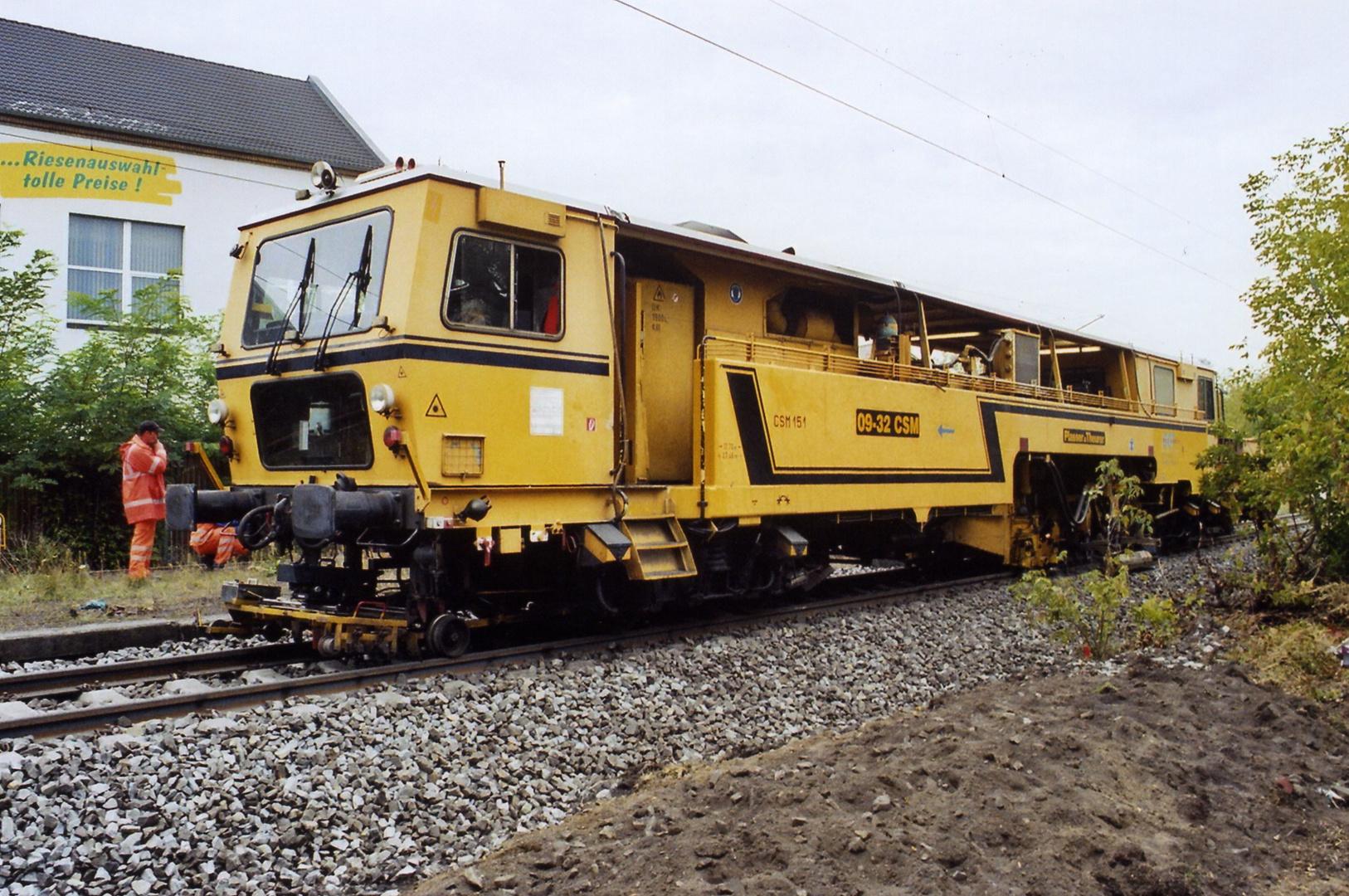Die Gleisstopfmaschine im Einsatz