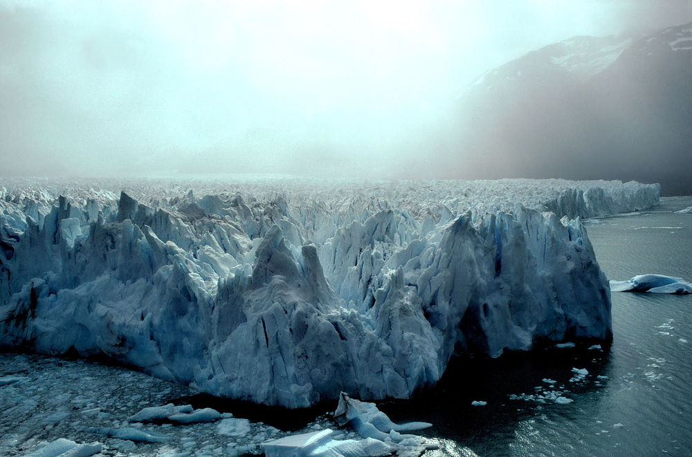Die Gletschersonne hinter dem Eisnebel