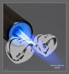 Die Glut der Liebe entfacht zwei Herzen..##1864##
