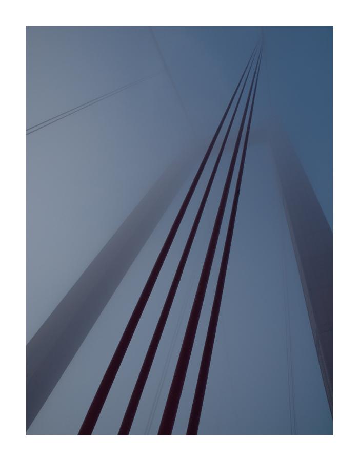 die Golden Gate Bridge im Nebel