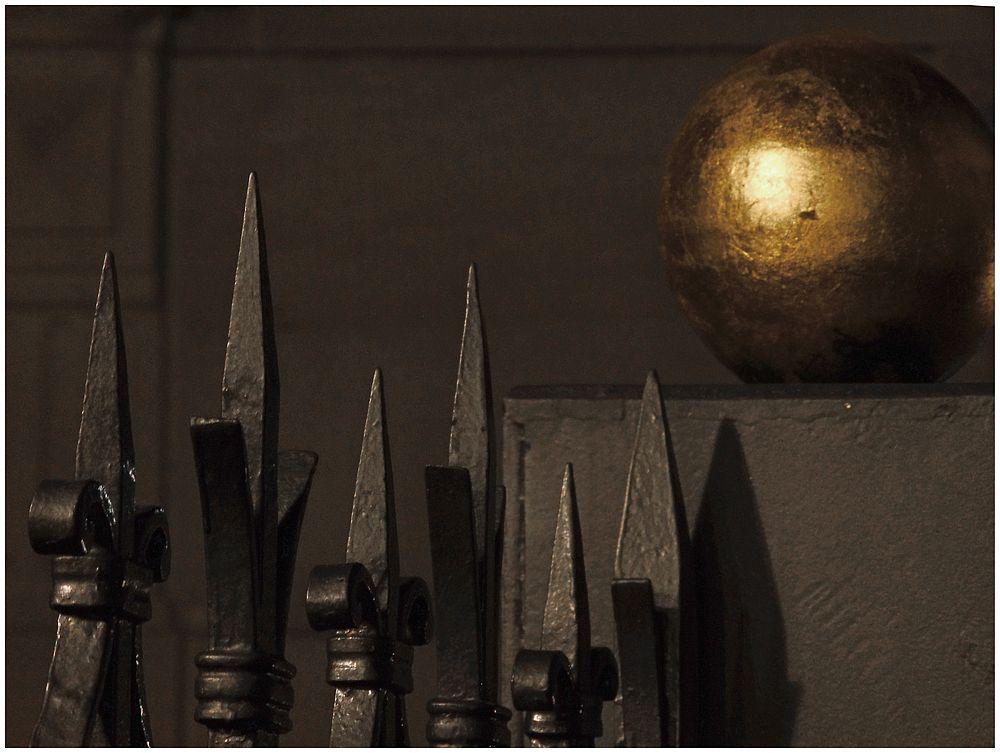Die goldene  Kugel ...