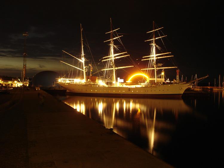 Die Gorch Fock in Stralsund bei Nacht