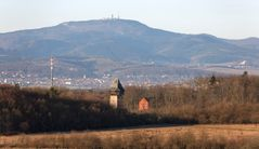 Die Gothaer Freunwarte und der Große Inselsberg in der Morgensonne