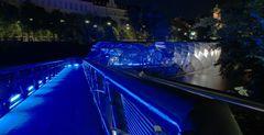 Die Grazer Murinsel bei Nacht !