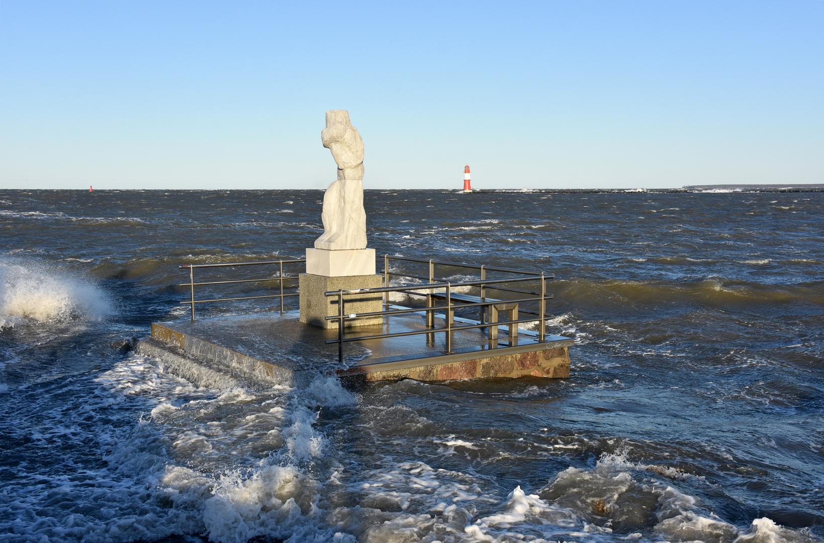 """Die """"Große Stehende"""" steht am 2. Januar 2019 im Wasser"""