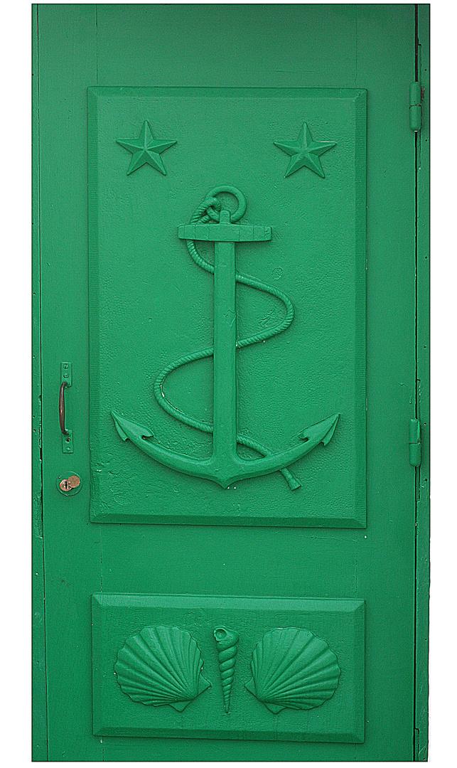 Die grüne Leuchtturmtüre