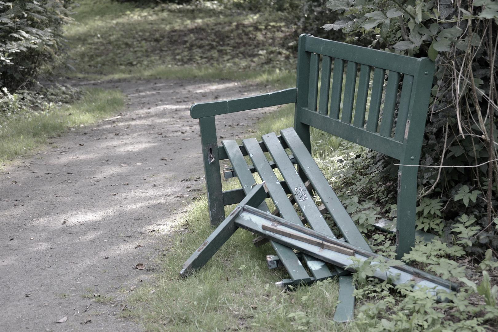 die gute alte gartenbank foto bild landschaft b nke in der landschaft z une b nke. Black Bedroom Furniture Sets. Home Design Ideas