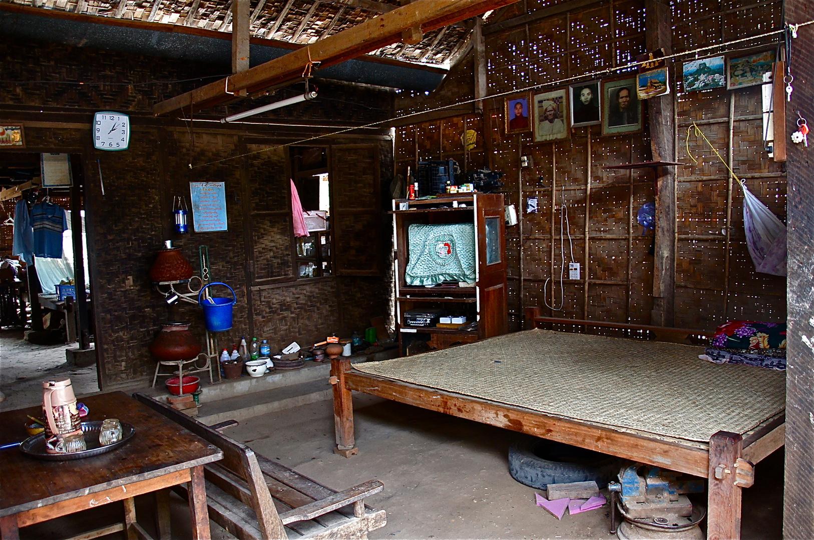 die gute stube, dorf bei bagan, burma 2011