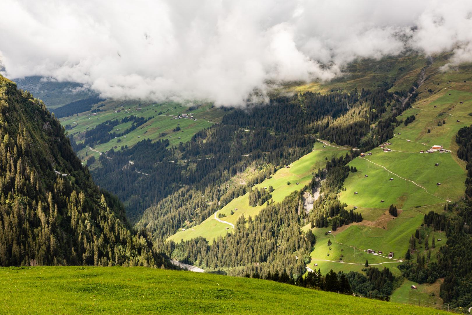 Die Hangenden Garten Von Babylon Die Uberhangenden Weiden In Den Alpen Foto Bild Schweiz Graubunden Verkehr Bilder Auf Fotocommunity