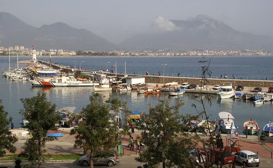 Die Hafenmole von Alanya