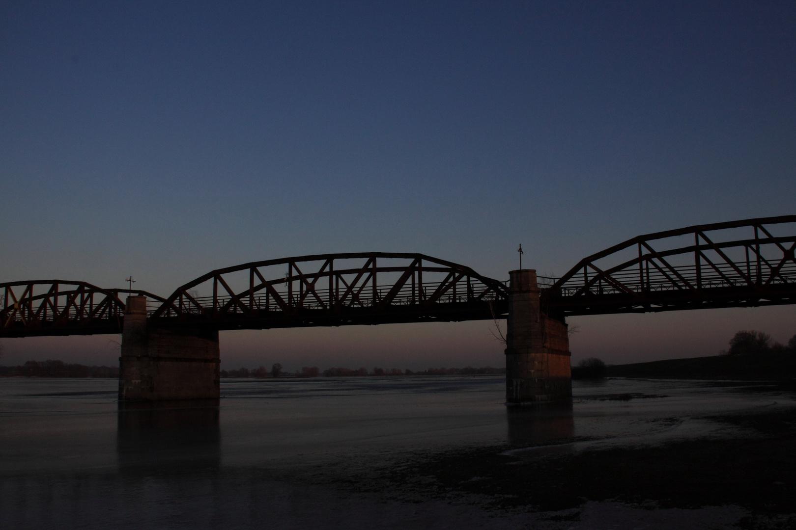 Die historische Eisenbahnbrücke zwischen Dannenberg und Dömitz