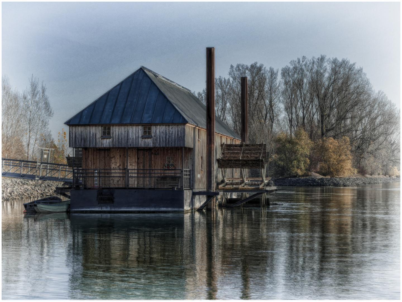 Die historische Rheinschiffsmühle in Ginsheim