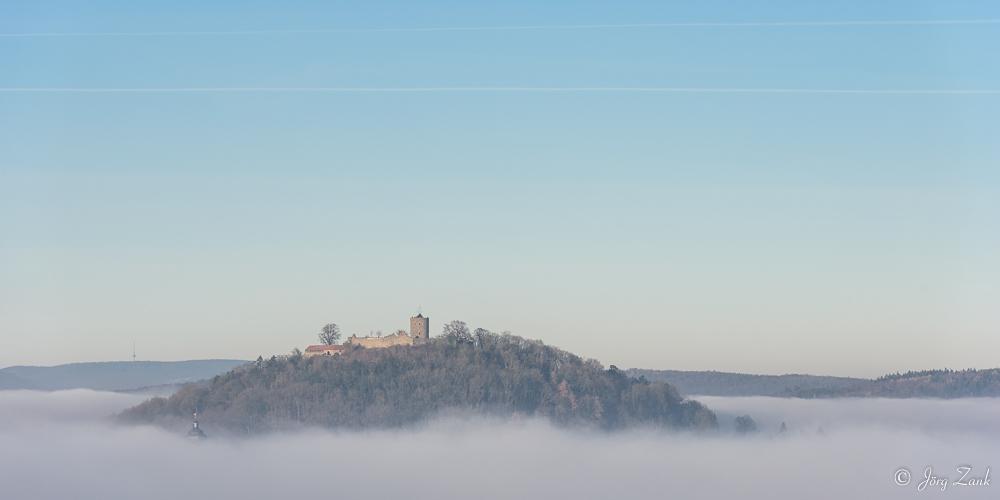 Die Hohenburg im Nebelmeer