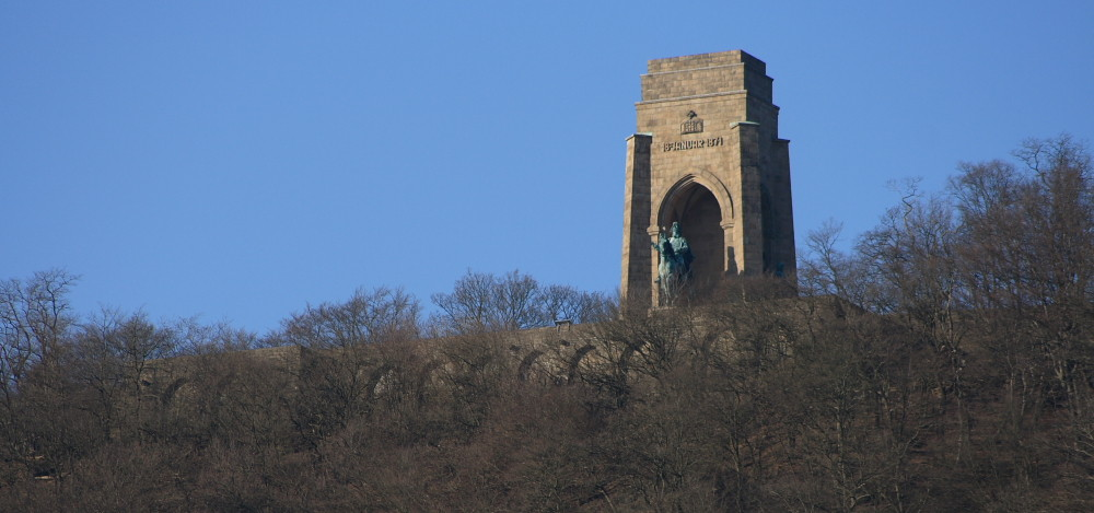 Die Hohensyburg liegt oberhalb vom Hengsteysee