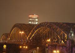 Die Hohenzollernbrücke mit Triangel vom HBF gesehen