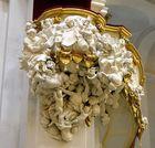 Die holzgeschnitzte Kanzel in der Hofkirche zu Dresden