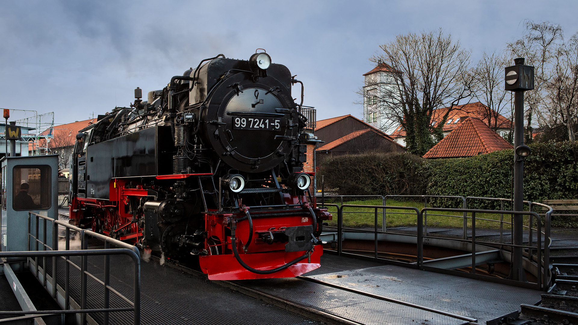 Die HSB 99 auf der Drehscheibe in Wernigerode 001