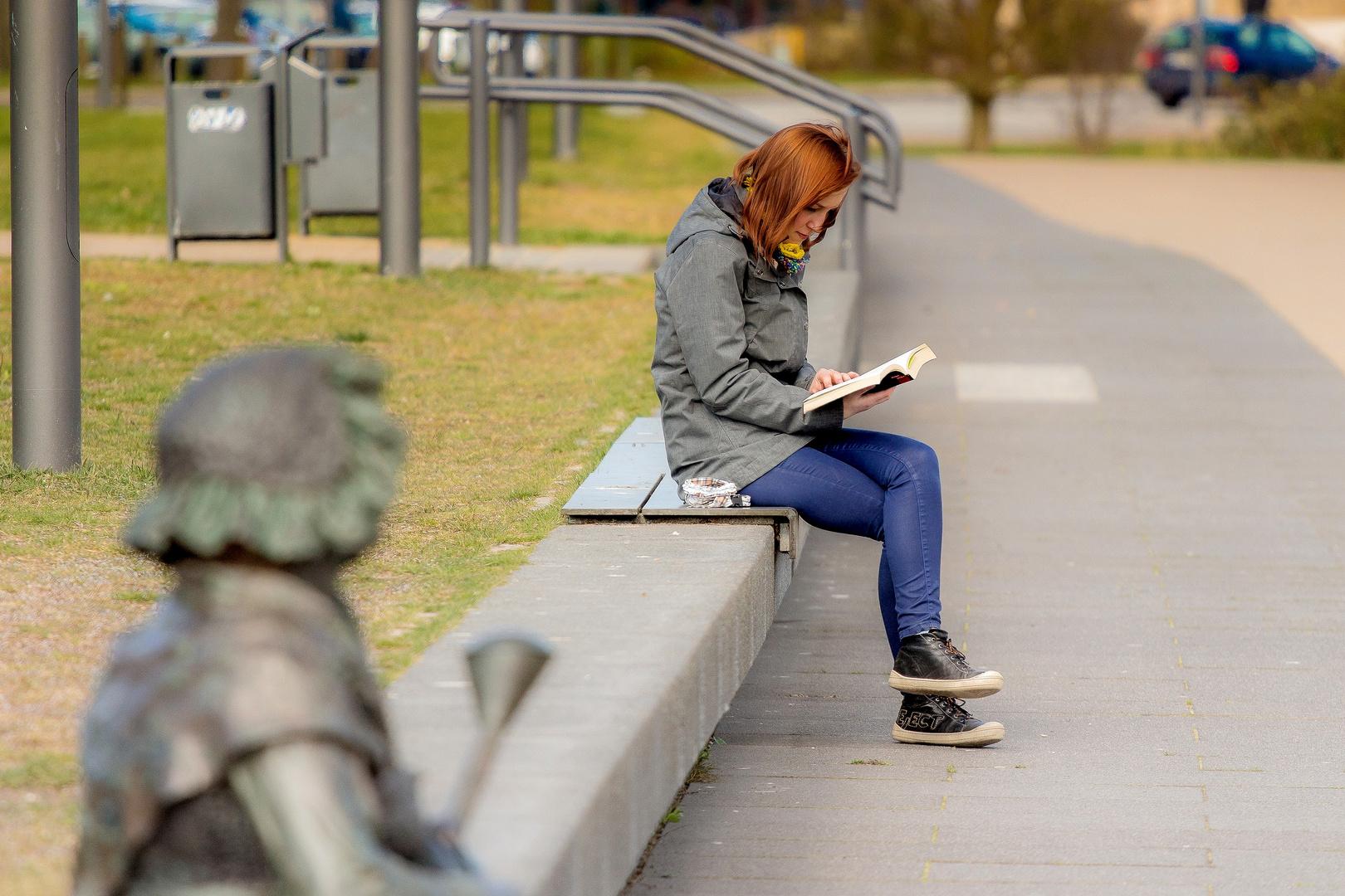 ....die junge Lesende