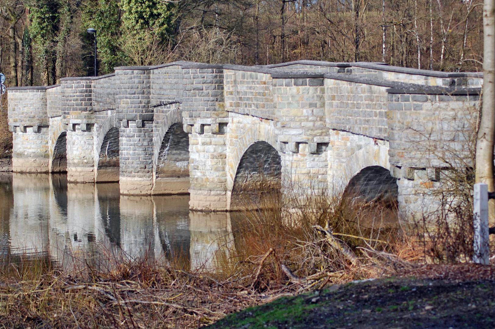 Die Kanzelbrücke über den Möhnefluss