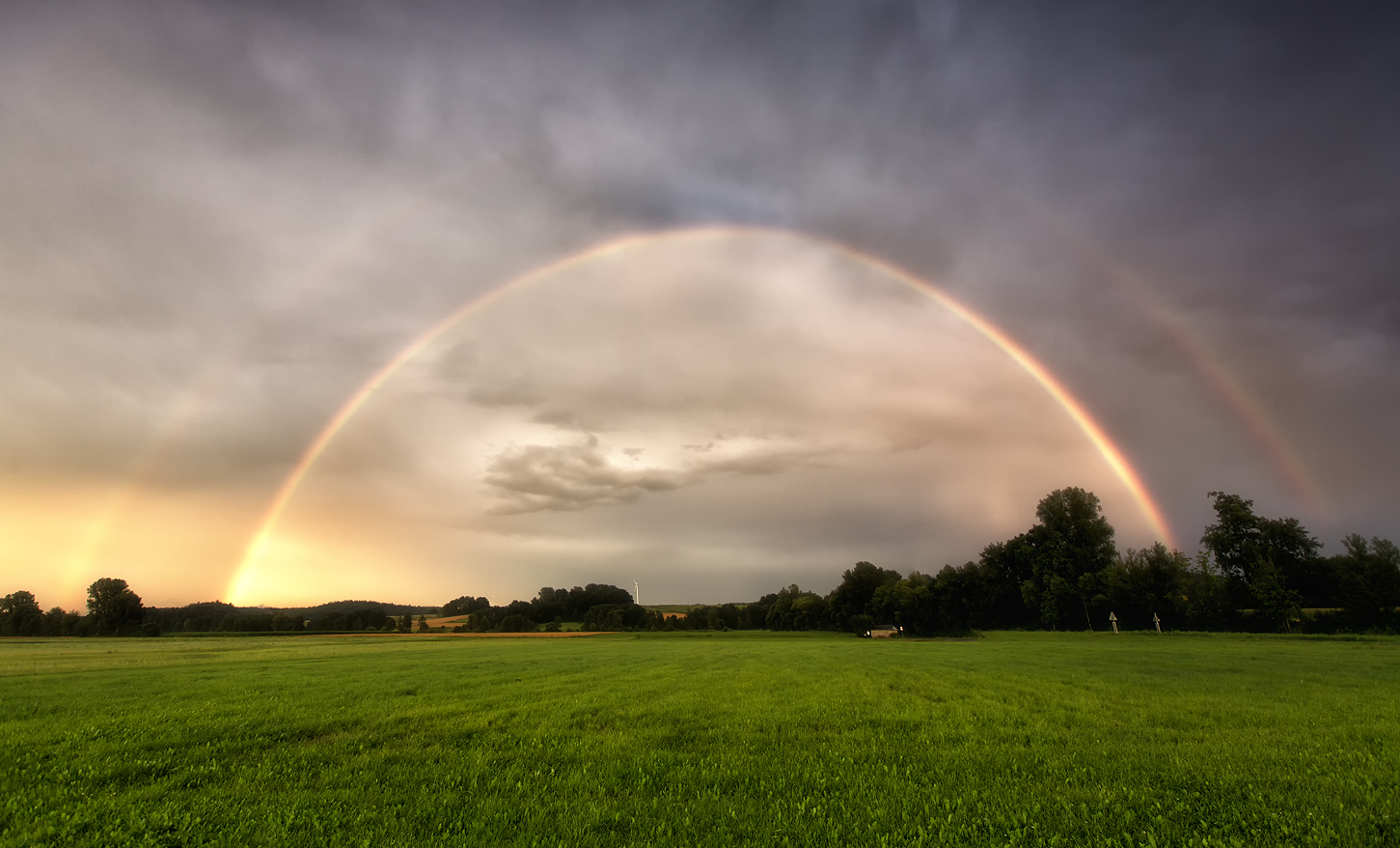Die Kehrseite des Unwetters - ein Regenbogen