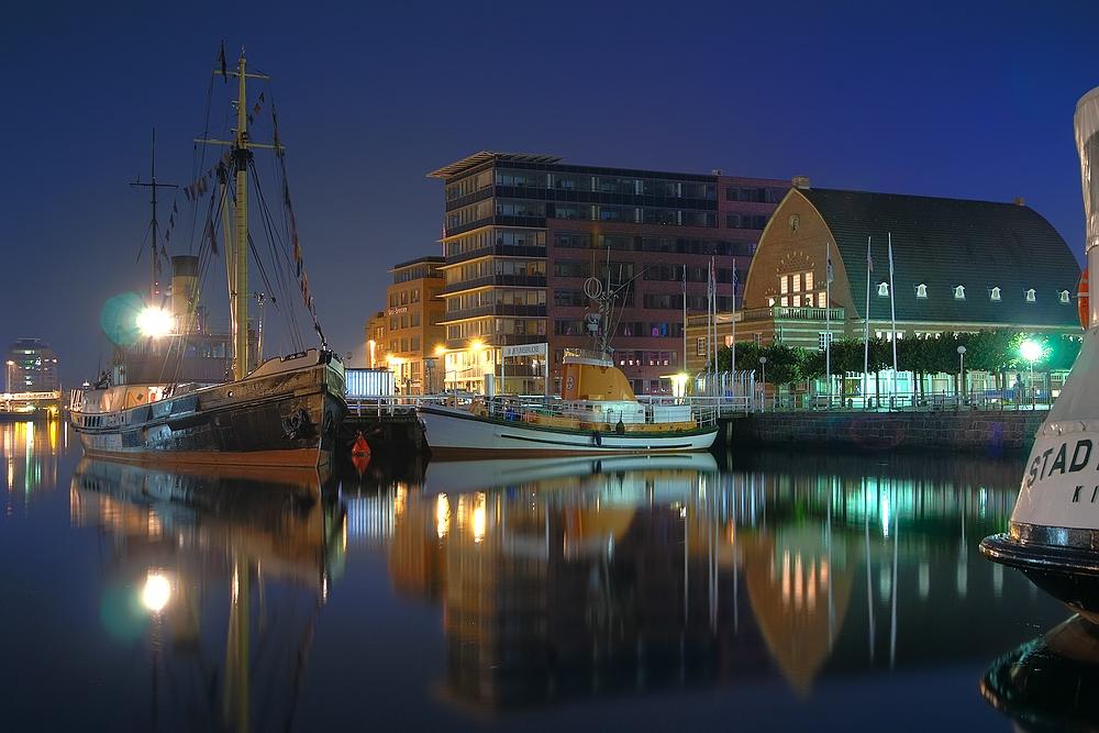die kieler f rde bei nacht das schifffahrtsmuseum foto bild deutschland europe schleswig. Black Bedroom Furniture Sets. Home Design Ideas