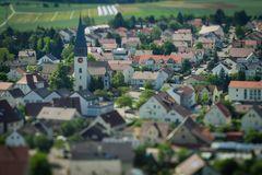 ...die Kirche bleibt im Dorf