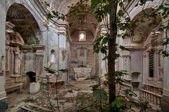 die Kirche mit dem Feigenbaum...