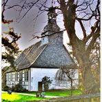 Die kleine Kirche im Grünen ...