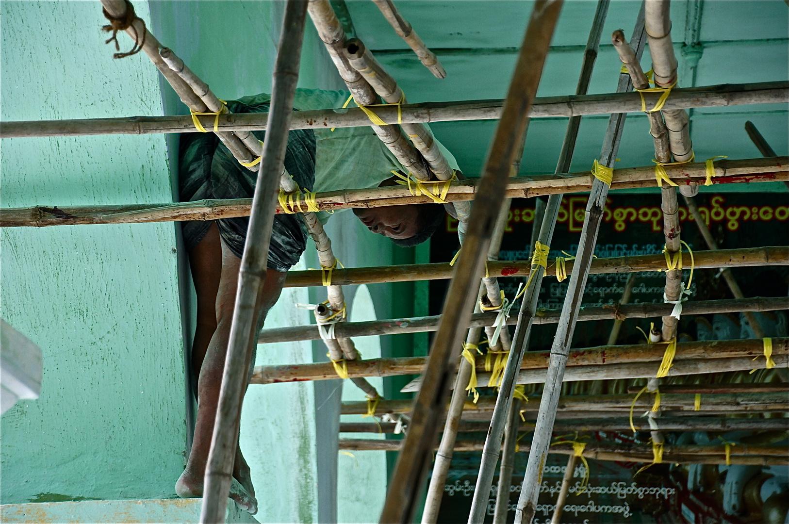 die kletterkunst des restaurators, burma 2011