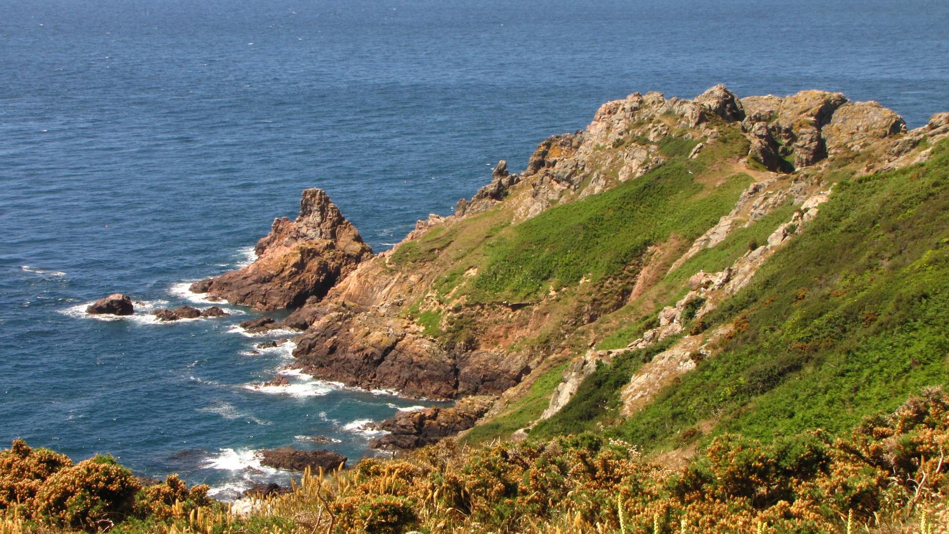 Die Klippen im Süden von Guernsey