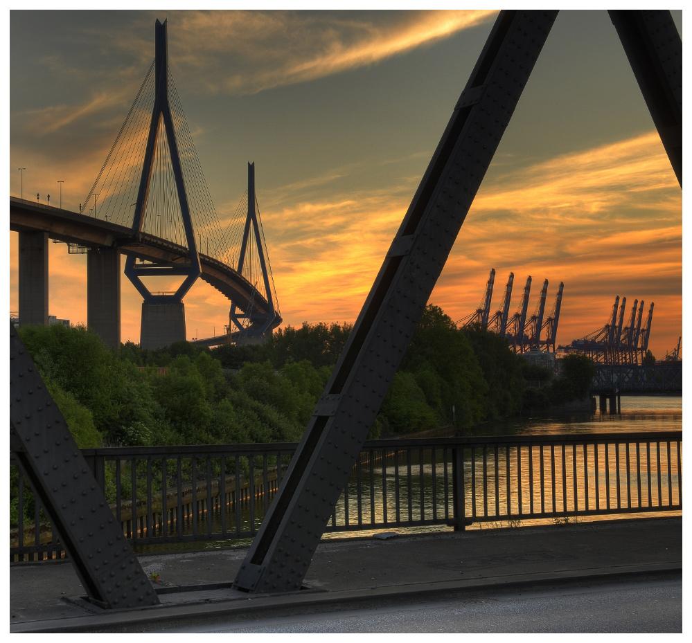 Die Köhlbrandbrücke ...