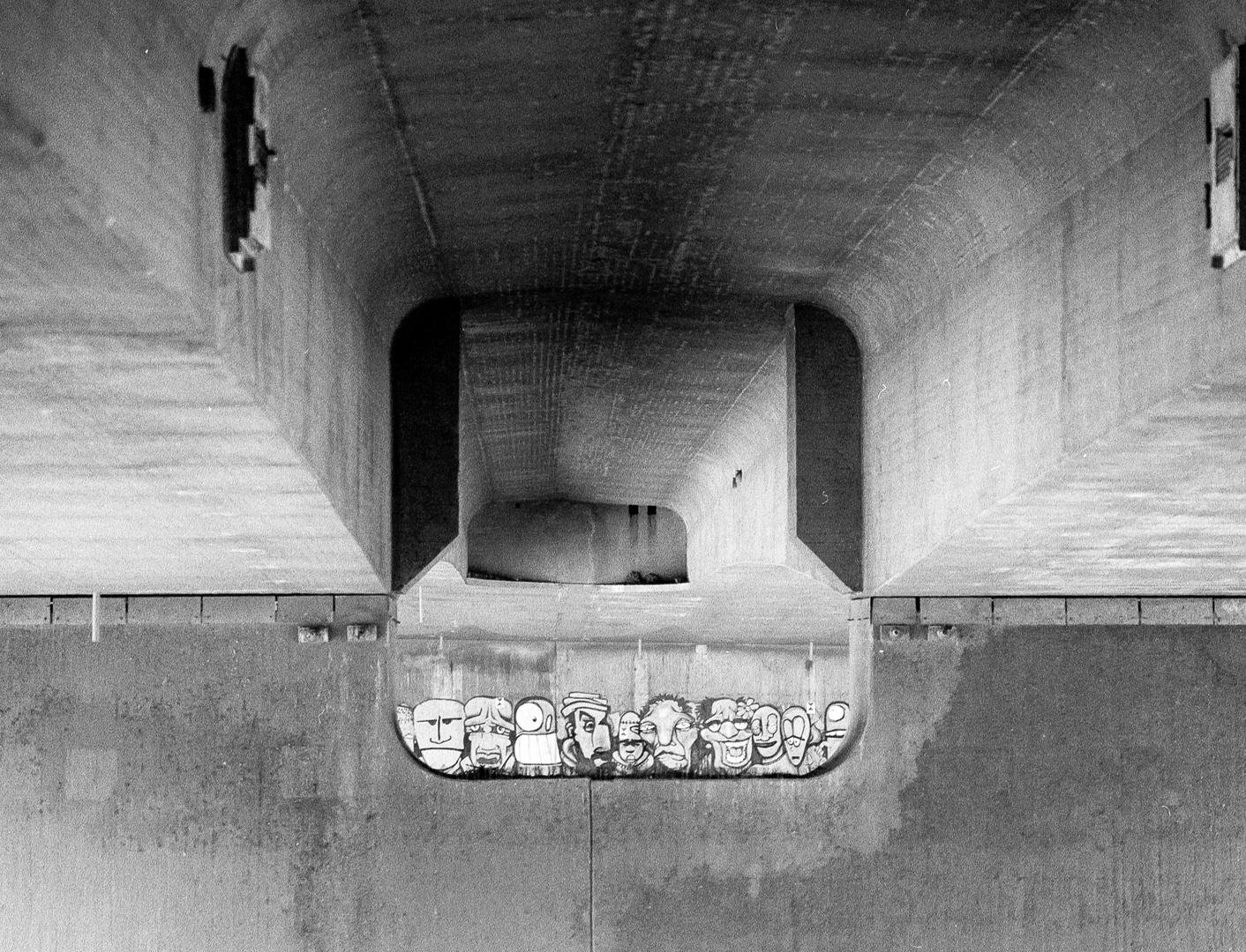 Die Köppe unter der Brücke