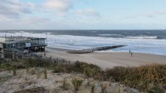 Die kultige Strandbar 'OASE' bei Domburg (Zeeland, NL) - leer und verlassen im Spätherbst!