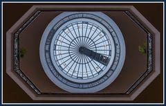 Die Kuppel im Kurhaus Juist mit Blick zum Himmel