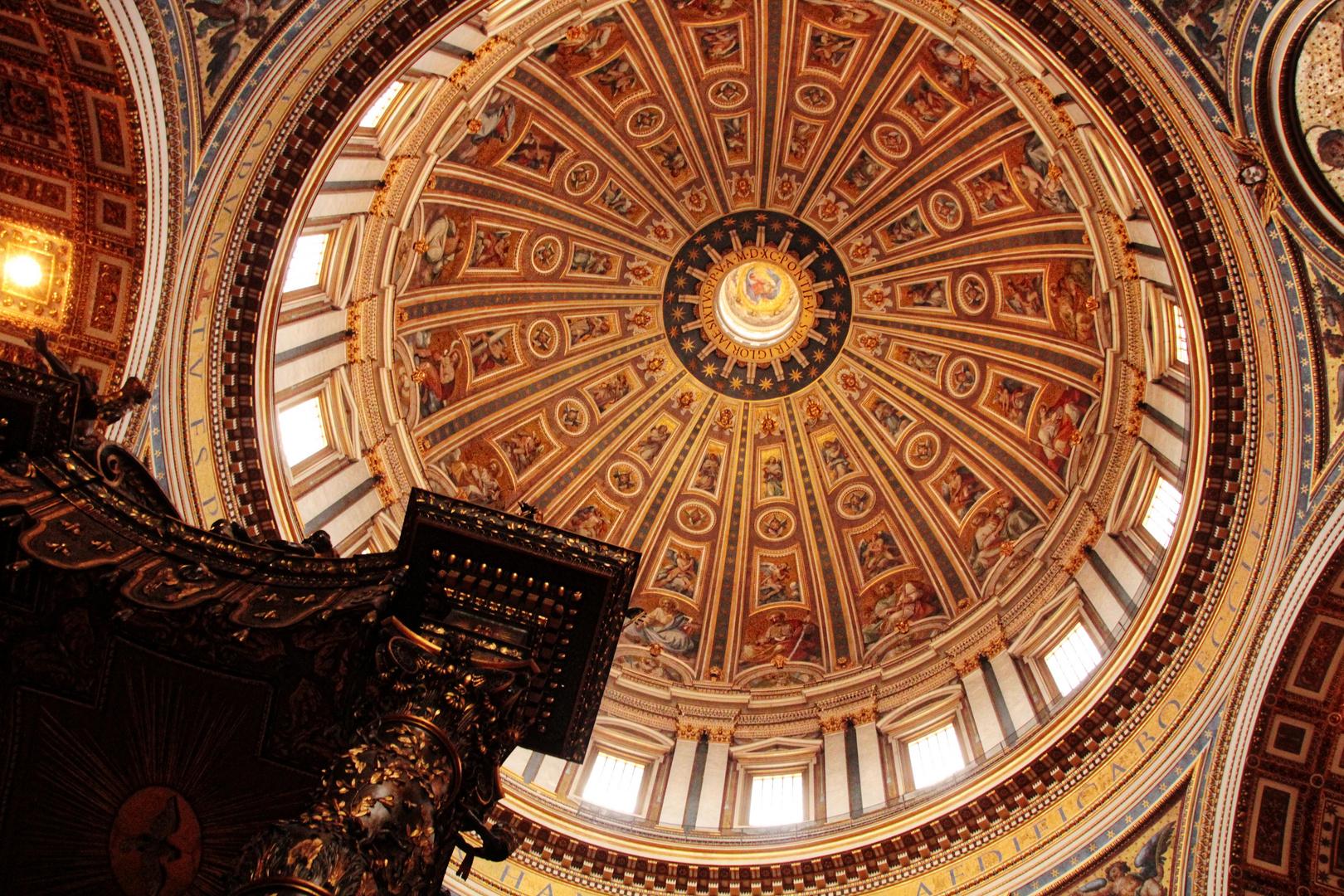 Die Kuppel vom Petersdom aus menschlicher Perspektive