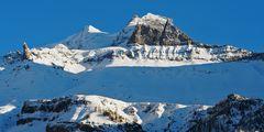 Die letzten Sonnenstrahlen beleuchten die Berggipfel. - Les ombres du soir sur la haute montagne!