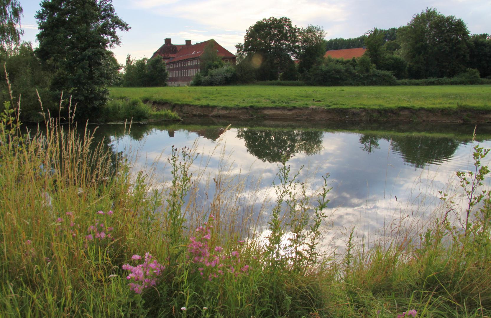 Die Lippe mit Schloss Oberwerries