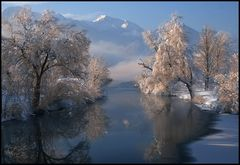 Die Loisach im tiefen Winter