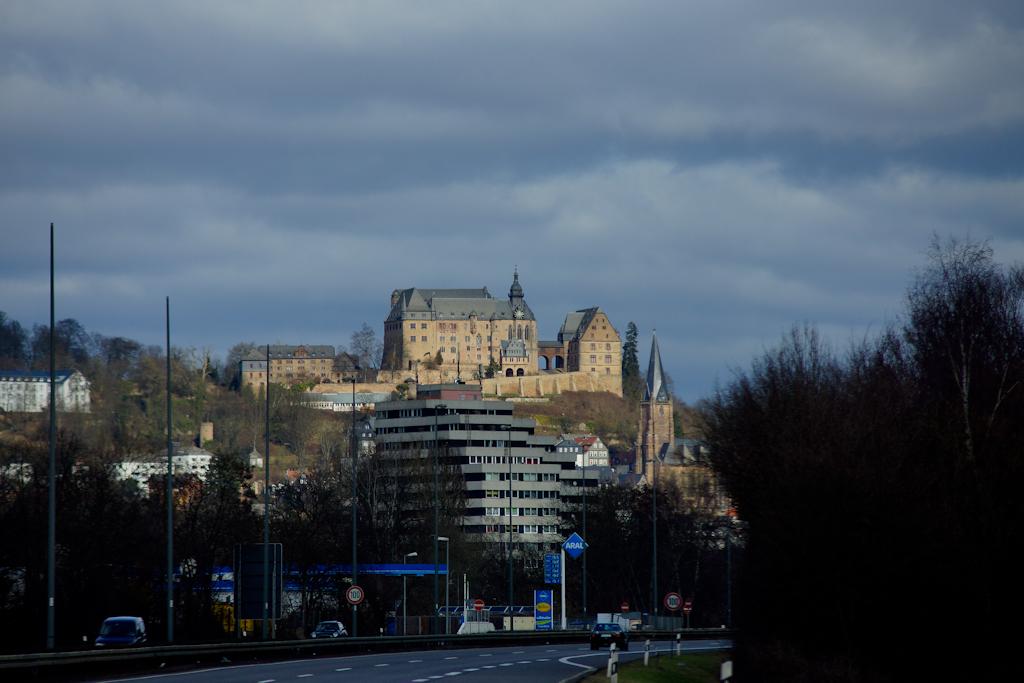 Die Marburg von der Autobahn aus...