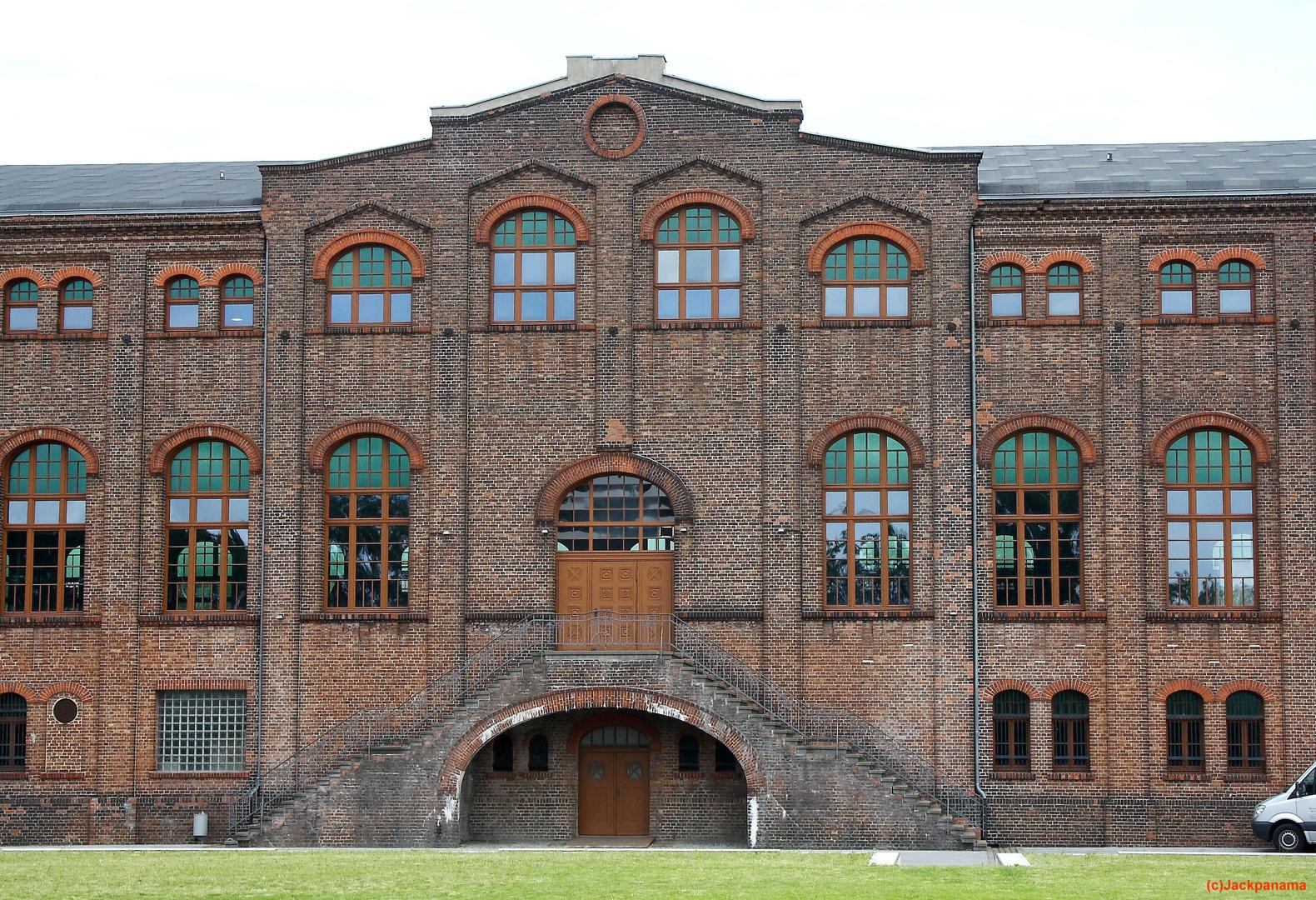 Die Maschinenhalle Zweckel von außen / Instandgesetzte Fassade