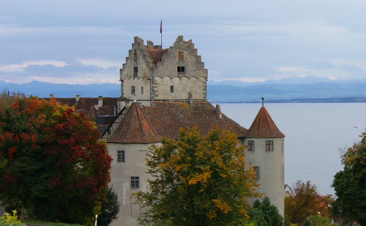 Die Meersburg im Herbst