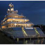 Die Mega-Yacht – Mayan Queen IV – am 28.9.212 am Liegeplatz im Fischereihafen von Bremerhaven