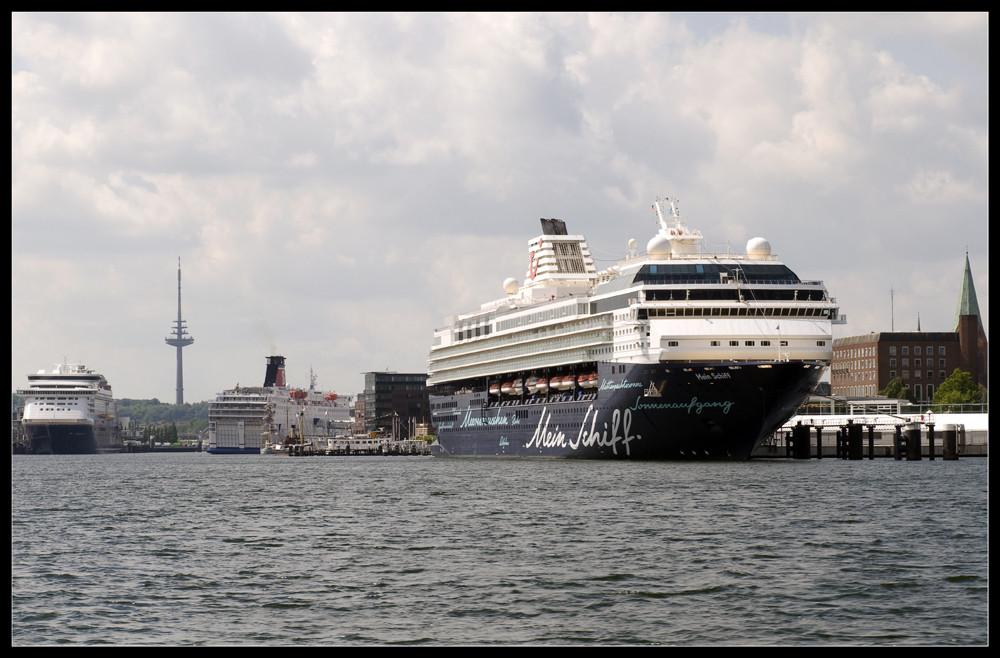 """Die """"Mein Schiff"""" in Kiel..."""