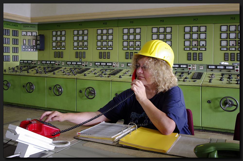 ...Die mit dem Roten Telefon...