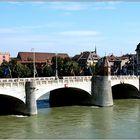 ... Die mittlere Rheinbrücke ...
