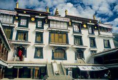 Die mittlere Treppe ist nur für den Dalai Lama!